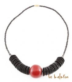 Collier en perles et rondelles de koffi