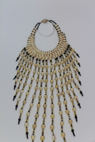 Collier plastron long cauris
