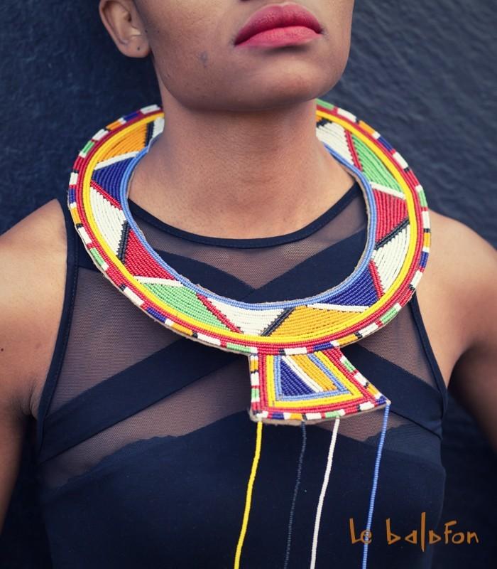 plus récent 4a5d9 092cb Collier plastron ethnique Massaï